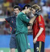 图文:西班牙4-2意大利 布冯安慰托雷斯