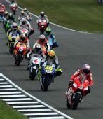 图文:MotoGP英国站正赛 比赛起步后画面