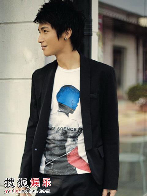 陈楚生推出的原创励志单曲《与你同在》延续了他一贯平实而简单的风格