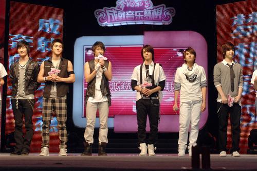 SJ-M武汉参加公益歌会