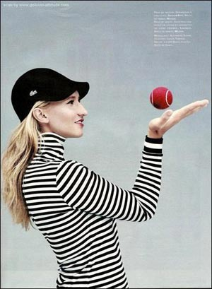 图文:美少女戈勒文写真 网球可以这样玩