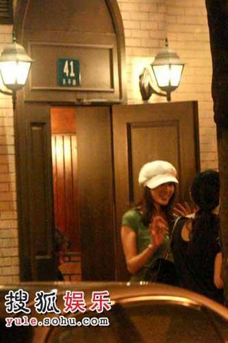 林志玲在拍摄广告之后到吉士酒家品尝上海菜