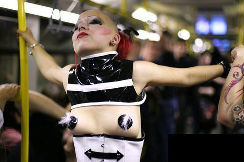 英国变态的地铁时装秀