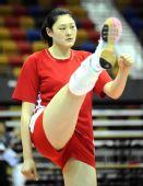 图文:中国女排香港备战大奖赛 王一梅训练中