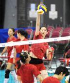 图文:中国女排香港备战大奖赛 薛明训练扣球