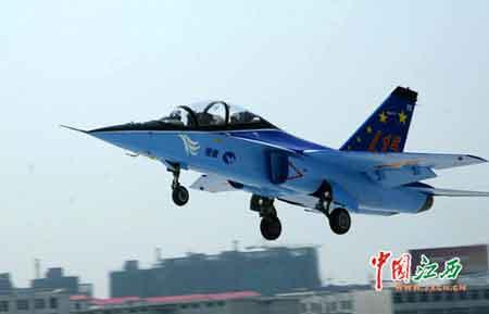 近日,由洪都集团自主研发的中国新一代超音速高级教练机——猎鹰03架高级教练机在南昌市青云谱机场首飞成功。(邓永红 摄)