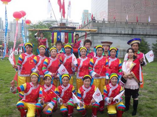 西宁市结束仪式现场土族朋友 奥运官网记者 雷鹏摄
