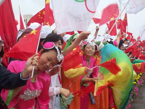 西宁市结束仪式现场欢迎的人群