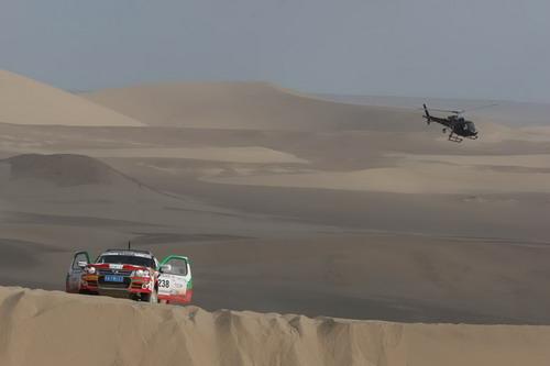 图文:[赛车]穿越东方越野赛  追拍238号赛车
