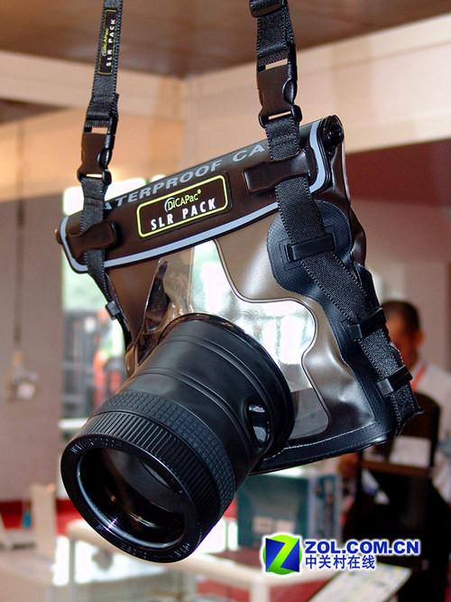 单反也有防水套 P&E08相机潜水装备亮相