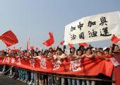 图文:奥运圣火运城传递 当地群众助威