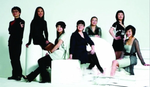 (左起)新版《红楼梦》编剧顾小白、李雪、胡楠、张珊珊、青枚、张天然、董友竹