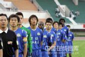 图文:[中超]河南四五0-0成足 河南队队员出场