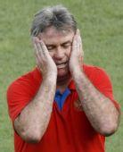 图文:俄罗斯队备战半决赛 希丁克为队员犯愁