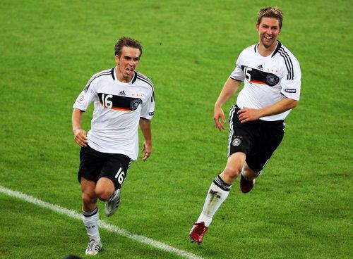 图文:德国3-2土耳其 拉姆进球后兴奋不已