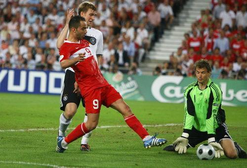 图文:德国3-2土耳其 莱曼闭眼了