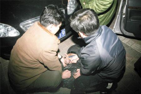 天津摧毁武装贩毒团伙 主犯曾为国家公务员(图)