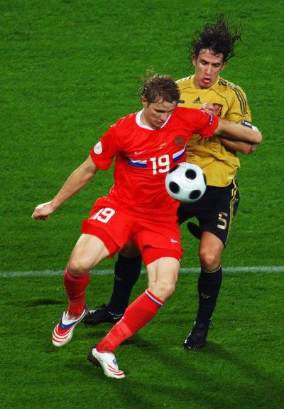 图文:俄罗斯0-3西班牙 帕夫柳琴科对抗普约尔