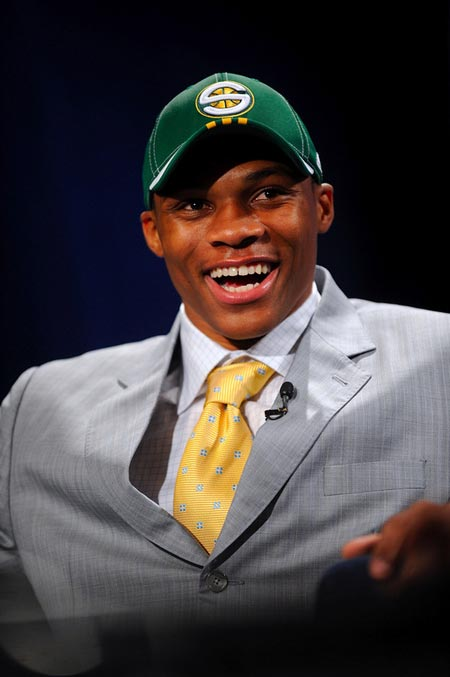 图文:[NBA]08NBA选秀 威斯特布鲁克笑谈