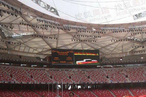 """图文:北京奥运会主会场""""鸟巢"""" 场内大屏幕"""
