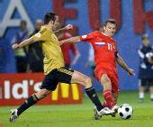 图文:俄罗斯0-3西班牙 两人互不落下风