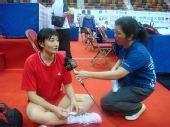 图文:香港站女排赛前训练 杨昊成媒体关注焦点