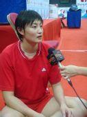 图文:香港站女排赛前训练 杨昊接受媒体采访