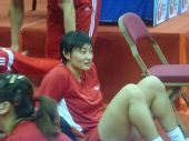 图文:香港站女排赛前训练 杨昊进行放松