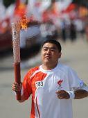 图文:奥运火炬手罗振特大同传递圣火
