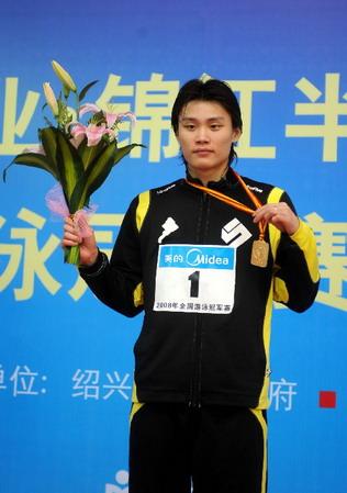 欧阳鲲鹏在四月的全国游泳冠军赛上摘得100米仰泳冠军
