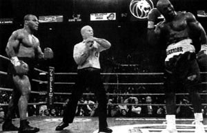 因泰森咬人,裁判终止比赛。