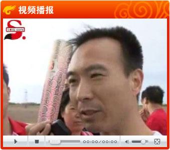视频:费俊龙领跑航天城首棒 传递圣火祝福北京