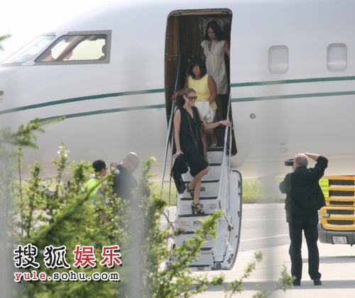 席琳-狄翁下飞机