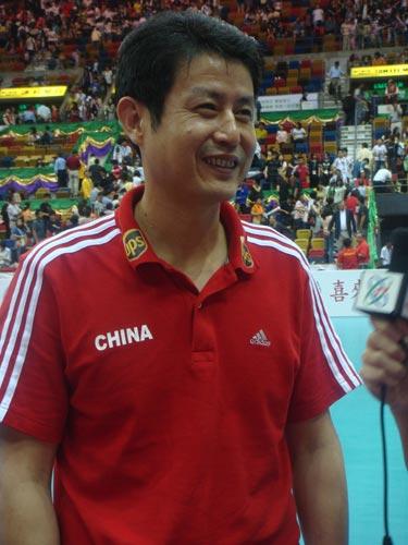 图文:中国女排3-0日本女排 赛后陈忠和露笑容