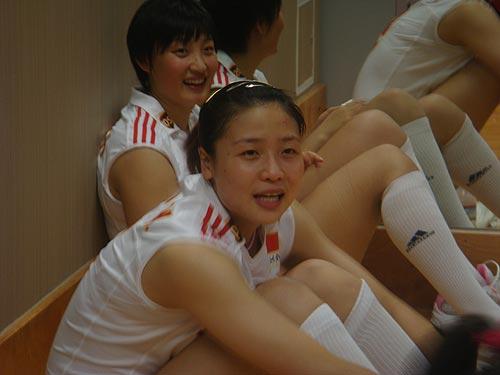 图文:中国女排3-0日本女排 魏秋月杨昊笑盈盈