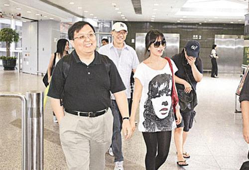 唐在扬和张家振前往机场接机,足见重视