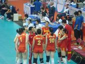 图文:中国女排3-2意大利 陈忠和进行场外指导