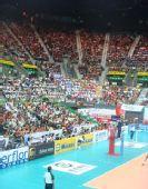 图文:中国女排3-2意大利 红�|体育馆座无虚席