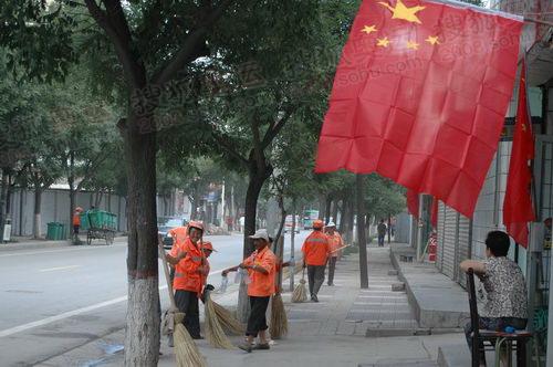 清洁工在打扫街道