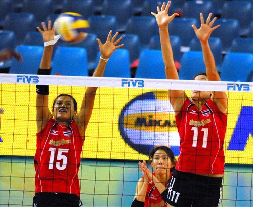 图文:多米尼加3-1泰国女排 泰国队双人拦网