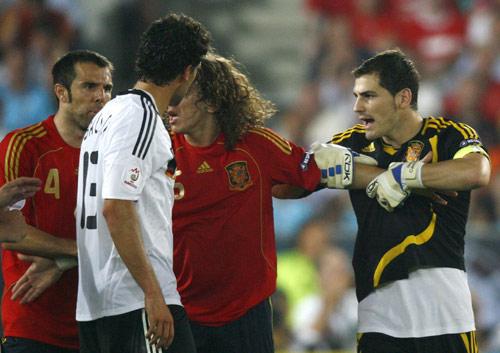 图文:[欧洲杯]西班牙1-0德国 与马切纳起冲突