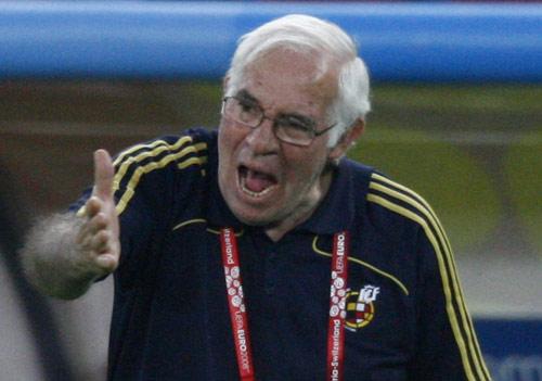 图文:[欧洲杯]西班牙1-0德国 老帅阿拉贡内斯