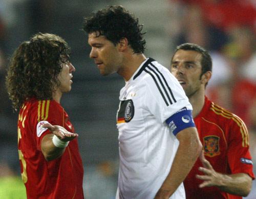 图文:[欧洲杯]西班牙1-0德国 质问普约尔