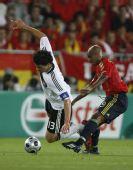 图文:[欧洲杯]西班牙1-0德国 铁腰对抗