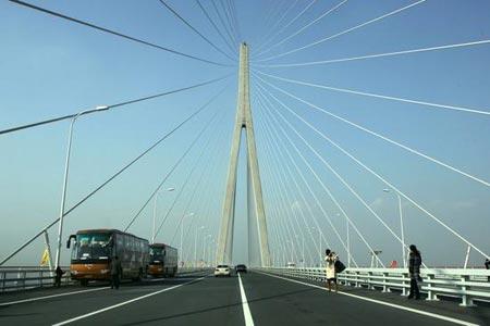 苏通大桥创造了桥梁建设四项世界纪录,代表了世界建桥技术的最高水平