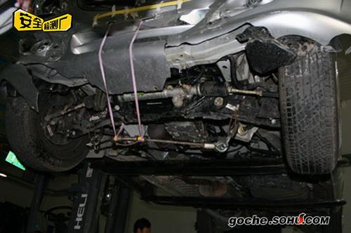 碰撞后MP-X蒙派克的底盘大梁有一定变形