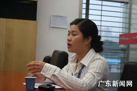 中国移动集团东莞分公司奋战抗震救灾一线个人志愿者王婧向记者介绍灾区的所见所闻。作者 朱雯