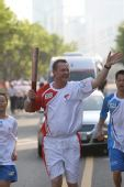 图文:奥运圣火泉州和厦门传递 第200棒火炬手