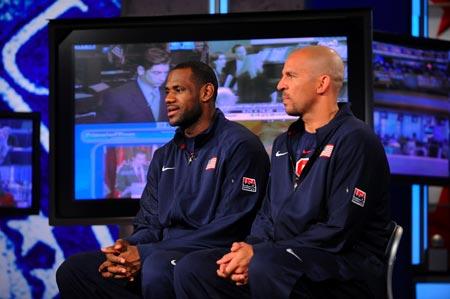 图文:[NBA]梦八亮相图 詹姆斯与基德答记者问
