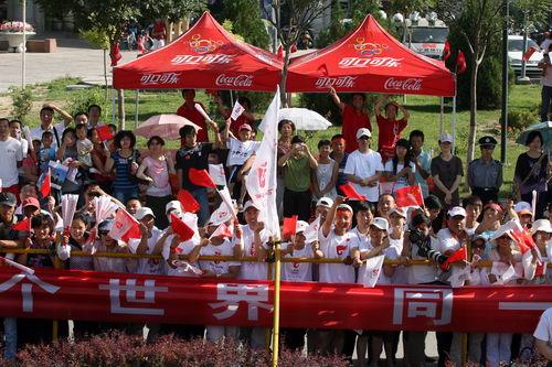 热情的银川市民喜迎奥运圣火